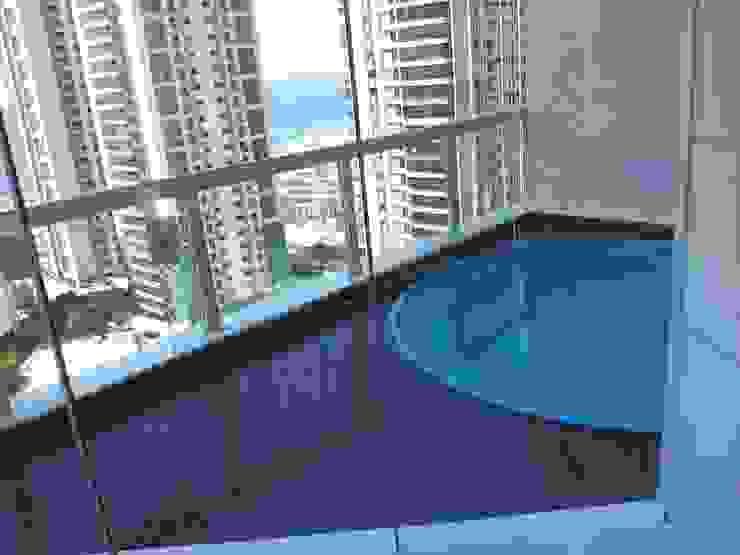 Apartamento alto padrão na orla carioca. Reforma total por Lucio Nocito Arquitetura Piscinas modernas por Lucio Nocito Arquitetura e Design de Interiores Moderno