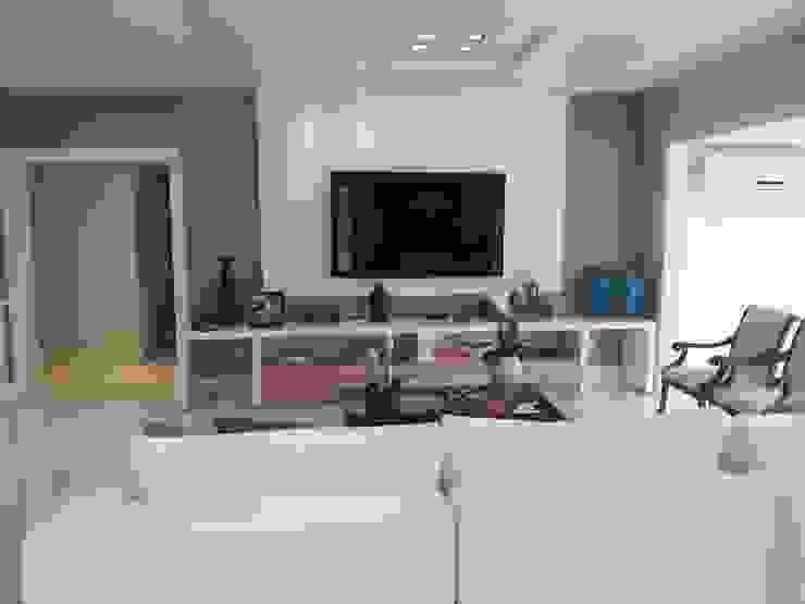 Apartamento alto padrão na orla carioca. Reforma total por Lucio Nocito Arquitetura Salas de estar modernas por Lucio Nocito Arquitetura e Design de Interiores Moderno