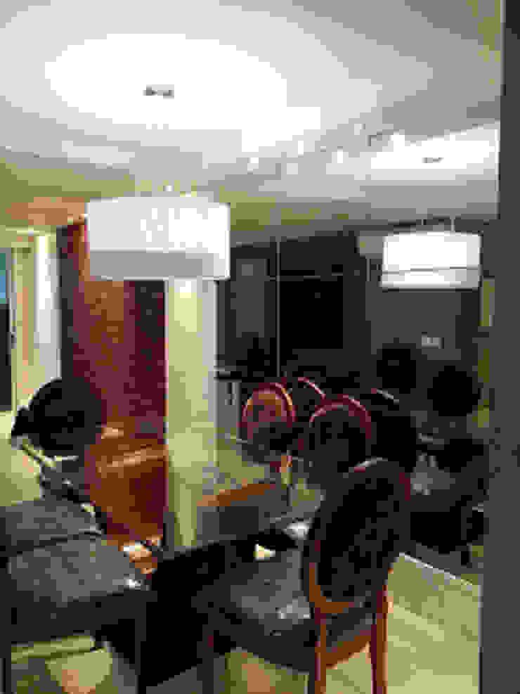 Base clássica para abrigar o mobiliário dos clientes. Salas de jantar clássicas por Lucio Nocito Arquitetura e Design de Interiores Clássico