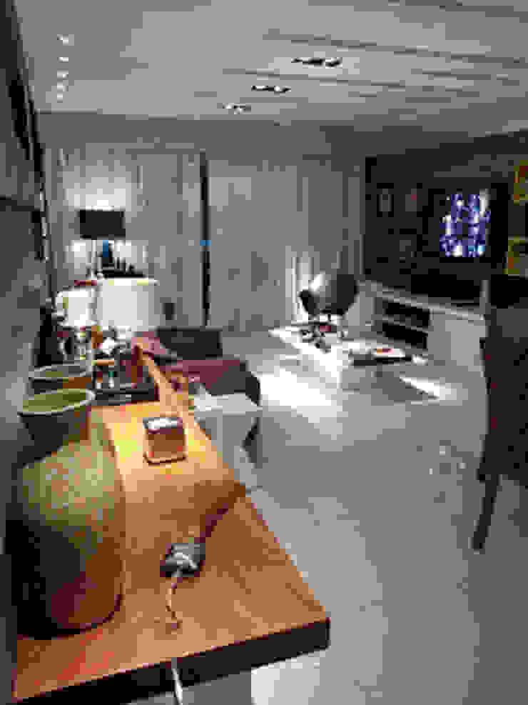 Living apartamento alto padrão na Barra da Tijuca Salas multimídia modernas por Lucio Nocito Arquitetura e Design de Interiores Moderno