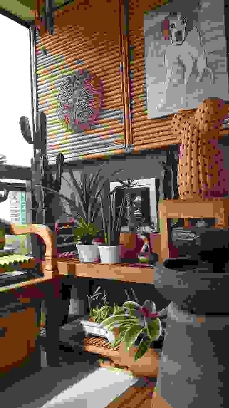 Detalhes varanda Zen por Lucio Nocito Arquitetura Varandas, alpendres e terraços tropicais por Lucio Nocito Arquitetura e Design de Interiores Tropical