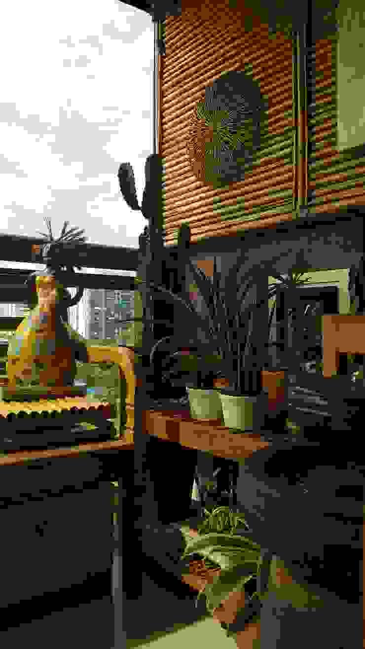 Varanda por Lucio Nocito Arquitetura e Design de Interiores Rio Varandas, alpendres e terraços tropicais por Lucio Nocito Arquitetura e Design de Interiores Tropical