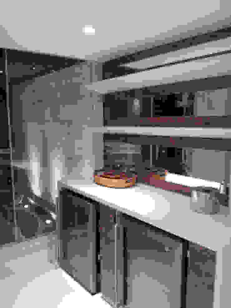 Detalhe revestimentos Paredes e pisos modernos por Lucio Nocito Arquitetura e Design de Interiores Moderno