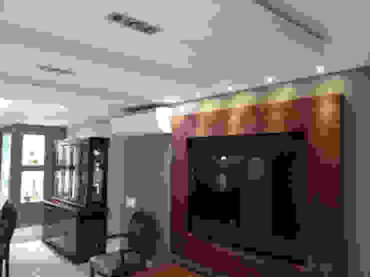 Sala de estar Salas multimídia clássicas por Lucio Nocito Arquitetura e Design de Interiores Clássico
