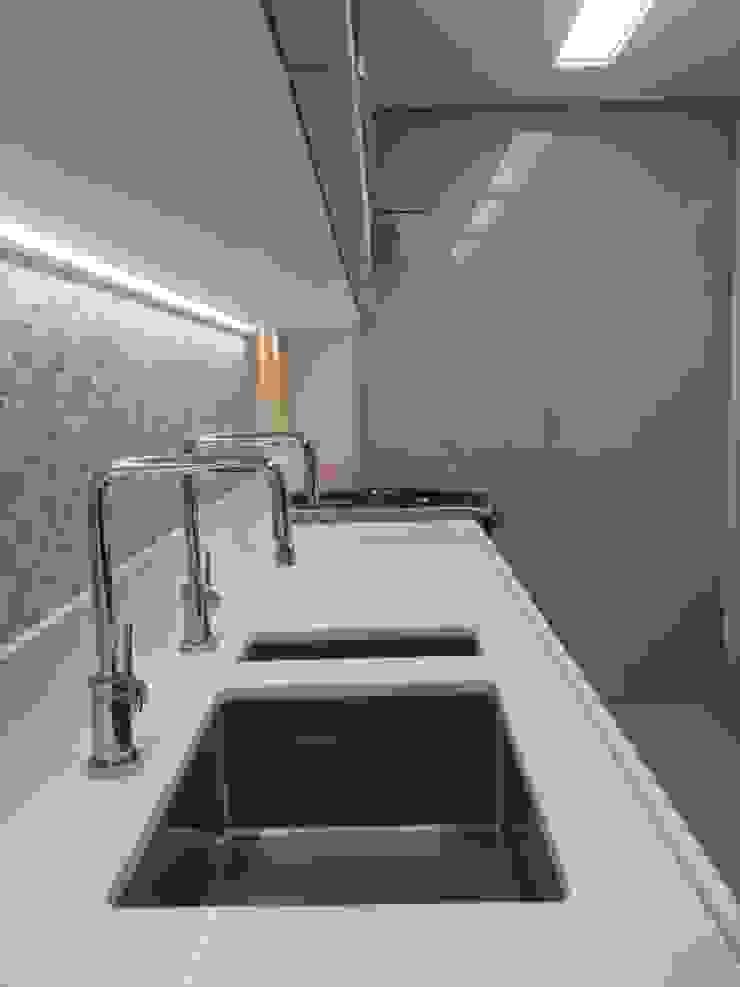 Detalhes cozinha Cozinhas ecléticas por Lucio Nocito Arquitetura e Design de Interiores Eclético