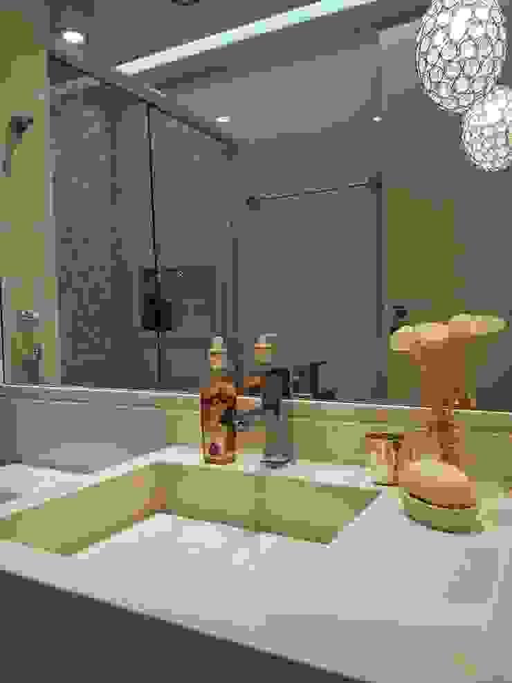 Conceito banheiro por Lucio Nocito Arquitetura Banheiros modernos por Lucio Nocito Arquitetura e Design de Interiores Moderno