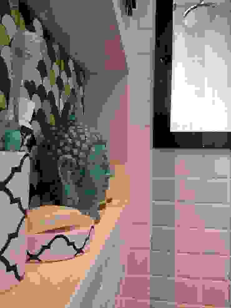 Detalhes do nicho do box. Banheiros ecléticos por Lucio Nocito Arquitetura e Design de Interiores Eclético
