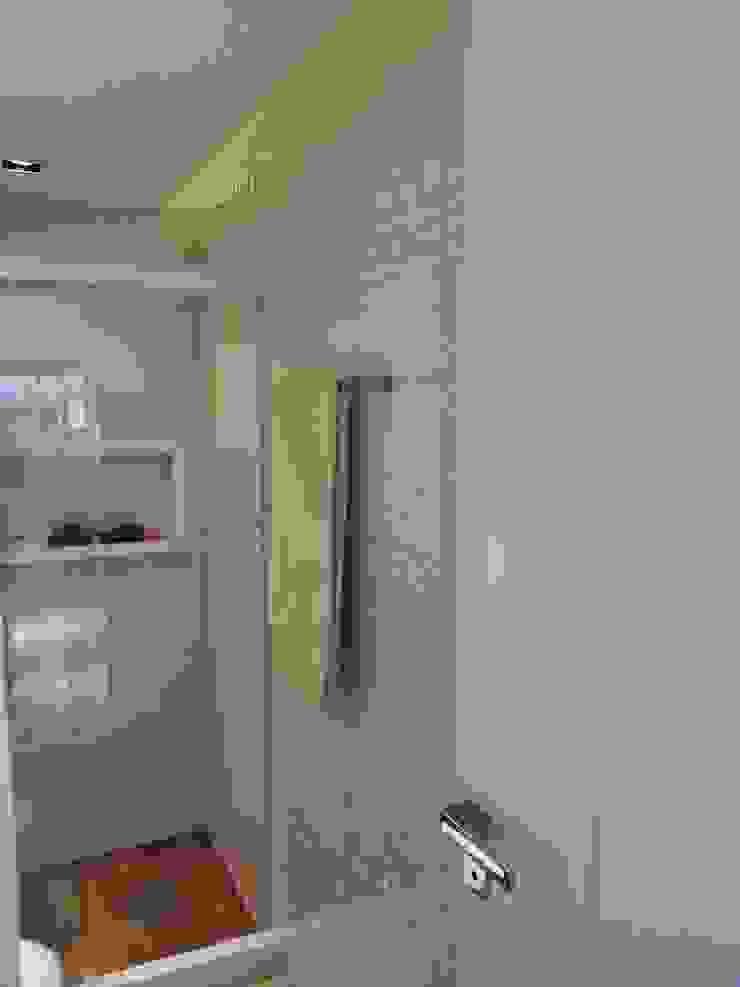 Banheiro clean por Lucio Nocito Arquitetura Banheiros modernos por Lucio Nocito Arquitetura e Design de Interiores Moderno