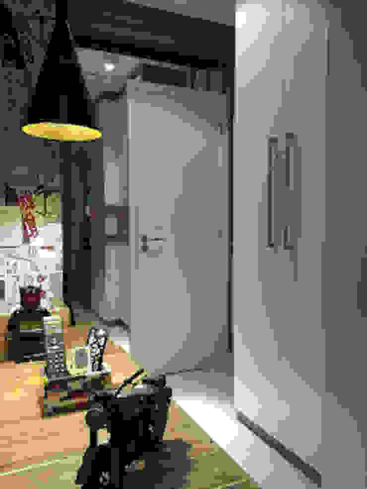 Detalhes marcenaria exclusiva para o projeto Quartos modernos por Lucio Nocito Arquitetura e Design de Interiores Moderno