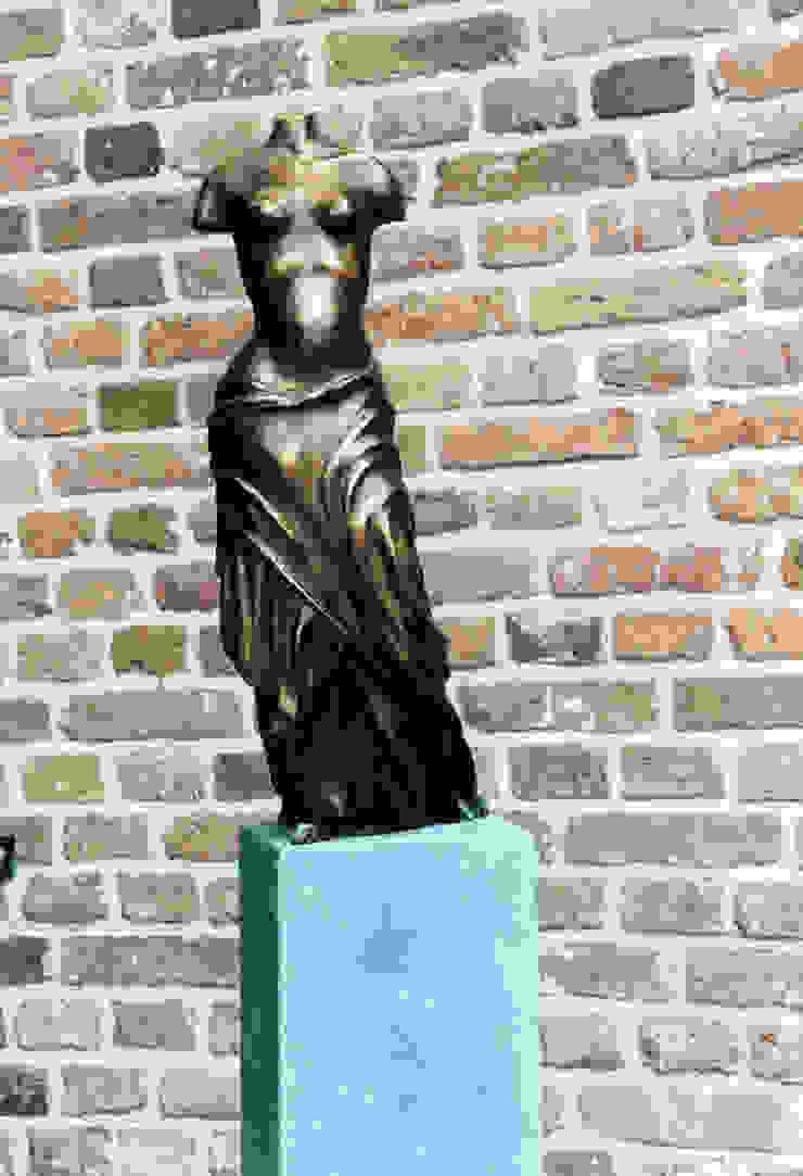 Nikè Beeldhouwerij van Velzen Kunst Sculpturen Koper / Brons / Messing Bruin