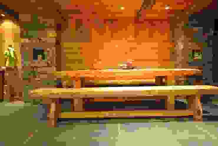Tavolo da pranzo Sala da pranzo in stile rustico di Sangineto s.r.l Rustico Legno massello Variopinto