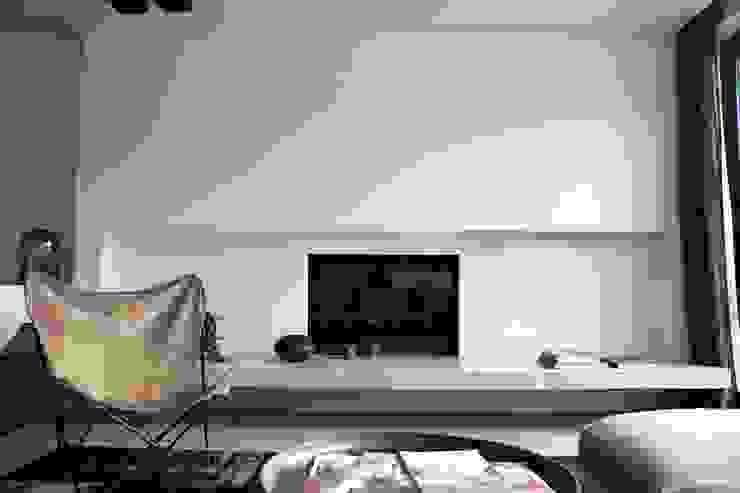 Projekty,  Salon zaprojektowane przez Woborsky interiors, Minimalistyczny