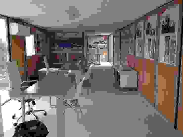 Oficina de ventas de Xarzamora Diseño Minimalista
