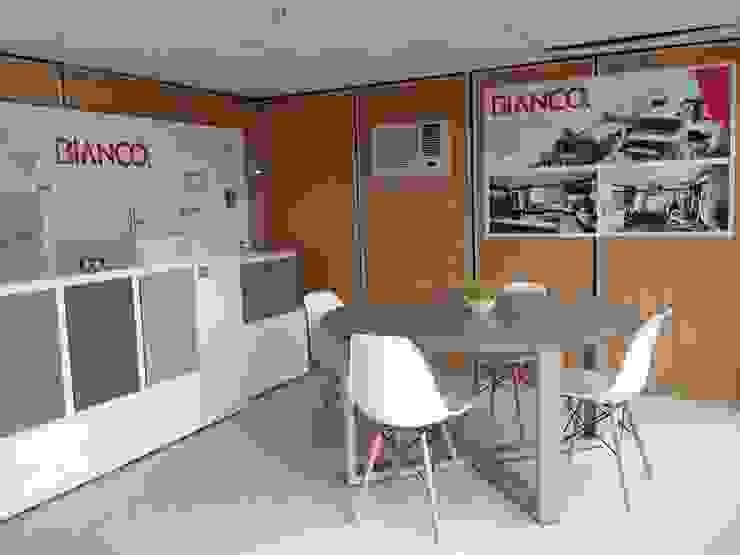 Sala de juntas y showroom de Xarzamora Diseño Minimalista