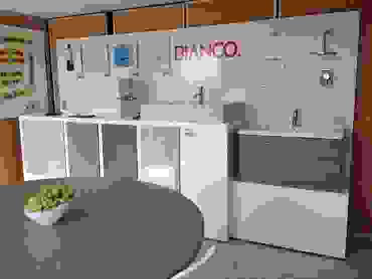 Showroom de Xarzamora Diseño Minimalista