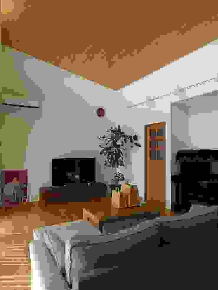 桃ノ木の家 ai建築アトリエ オリジナルデザインの リビング