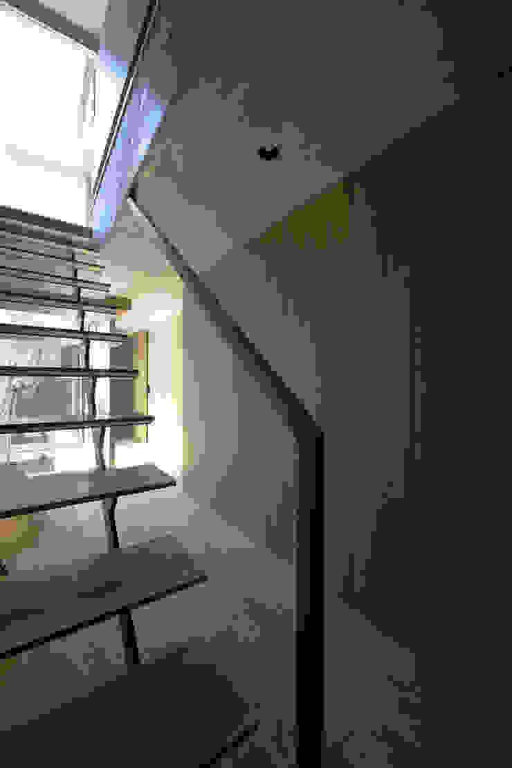 ห้องโถงทางเดินและบันไดสมัยใหม่ โดย 株式会社廣田悟建築設計事務所 โมเดิร์น ไม้ Wood effect
