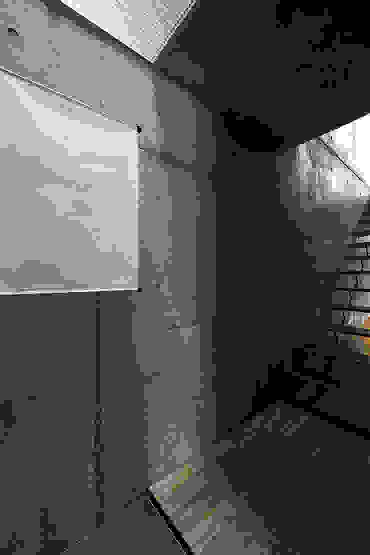 ห้องโถงทางเดินและบันไดสมัยใหม่ โดย 株式会社廣田悟建築設計事務所 โมเดิร์น กระดาษ
