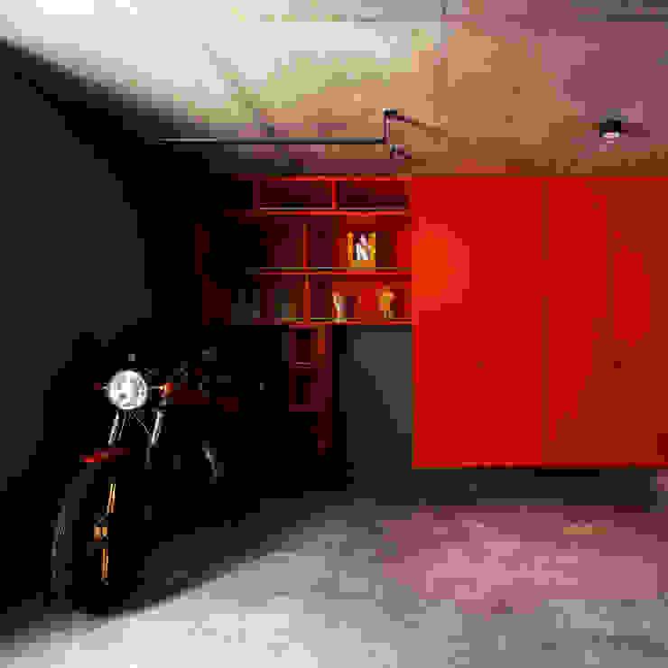 Garajes de estilo moderno de 株式会社廣田悟建築設計事務所 Moderno