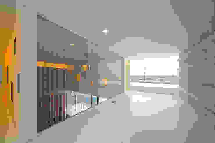 TT モダンデザインの 多目的室 の 株式会社廣田悟建築設計事務所 モダン