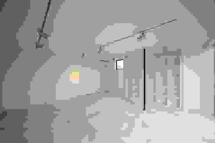 TT モダンデザインの 書斎 の 株式会社廣田悟建築設計事務所 モダン