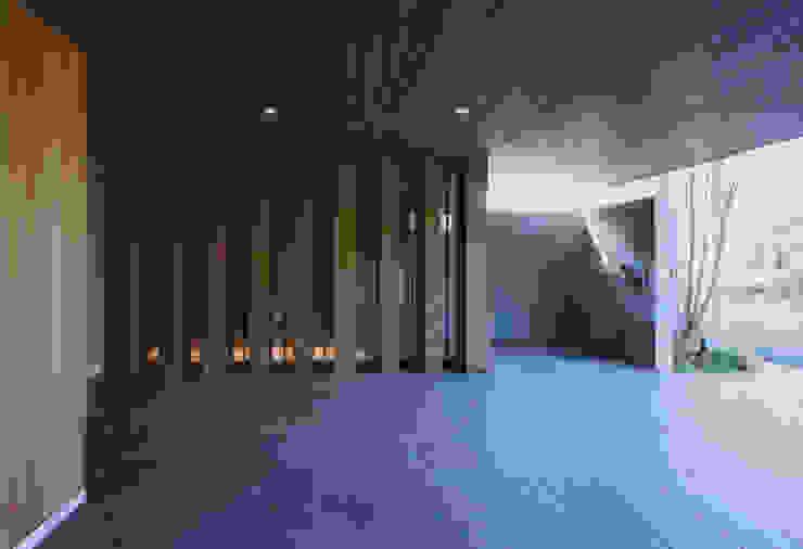 gravillusion モダンデザインの ガレージ・物置 の T-Square Design Associates モダン 木 木目調