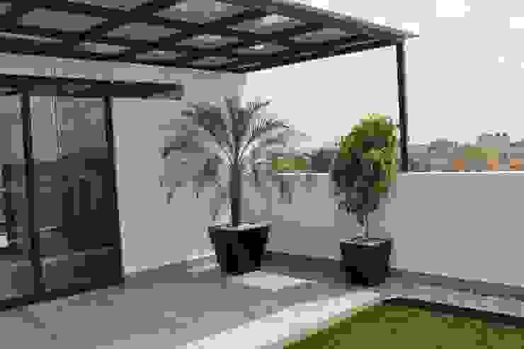 Hiên, sân thượng phong cách hiện đại bởi F.arquitectos Hiện đại
