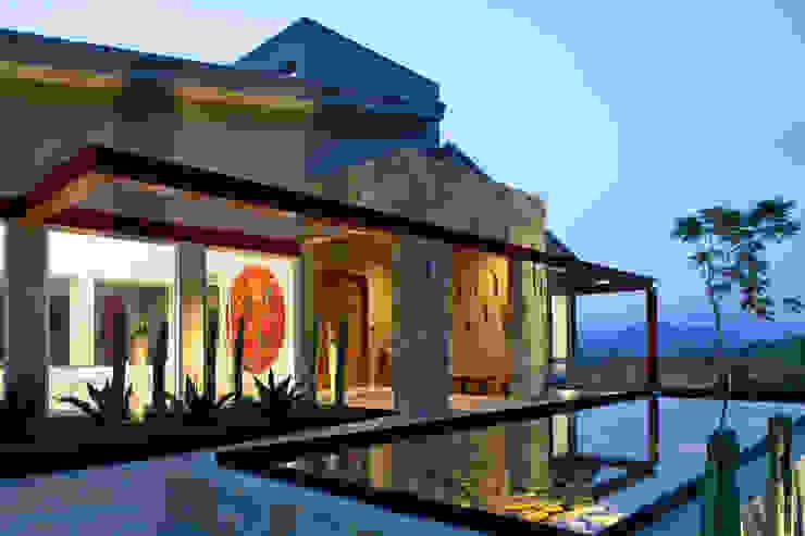 Modern houses by Adrián Martínez Arquitectos Modern