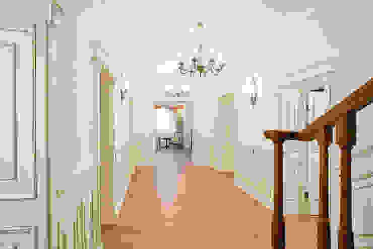 Corridor & hallway by дизайн интерьера Ольга Егупова www.egupova.ru, Classic
