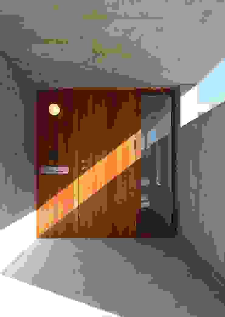 Fenêtres & Portes originales par 株式会社エン工房 Éclectique Bois Effet bois