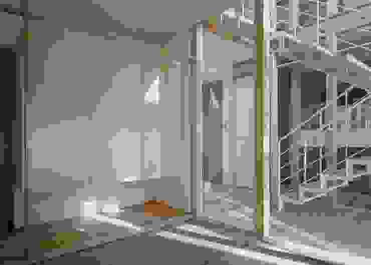 DK House モダンデザインの 多目的室 の 吉元一成アトリエ モダン 竹 緑