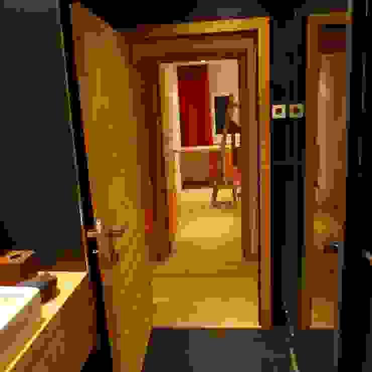 Türen und Schiebtüren Rustikale Fenster & Türen von RH-Design Innenausbau, Möbel und Küchenbau Aarau Rustikal Holzwerkstoff Transparent