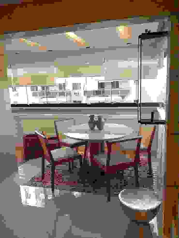 Detalhes varanda integrada ao living. Varandas, alpendres e terraços modernos por Lucio Nocito Arquitetura e Design de Interiores Moderno
