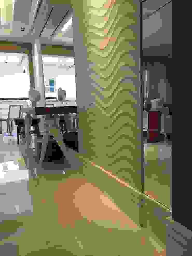 Detalhe para os revestimentos do living. Paredes e pisos modernos por Lucio Nocito Arquitetura e Design de Interiores Moderno
