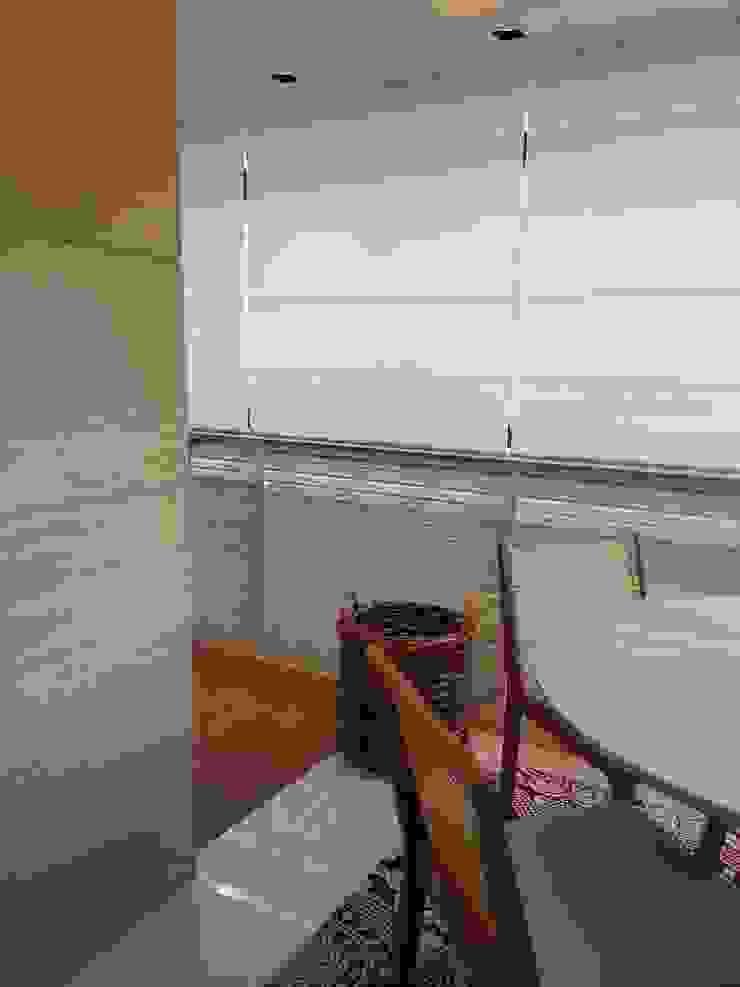 Detalhes da varanda e revestimentos. Varandas, alpendres e terraços modernos por Lucio Nocito Arquitetura e Design de Interiores Moderno