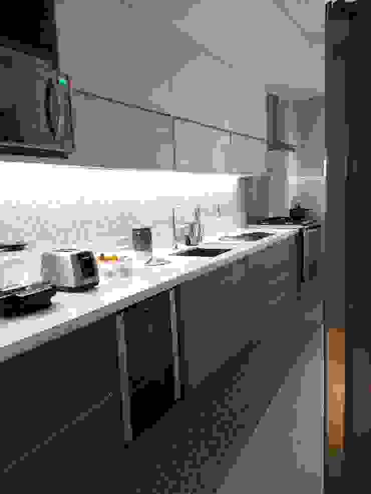 Detalhes da nova cozinha por Lucio Nocito Arquitetura. Cozinhas modernas por Lucio Nocito Arquitetura e Design de Interiores Moderno