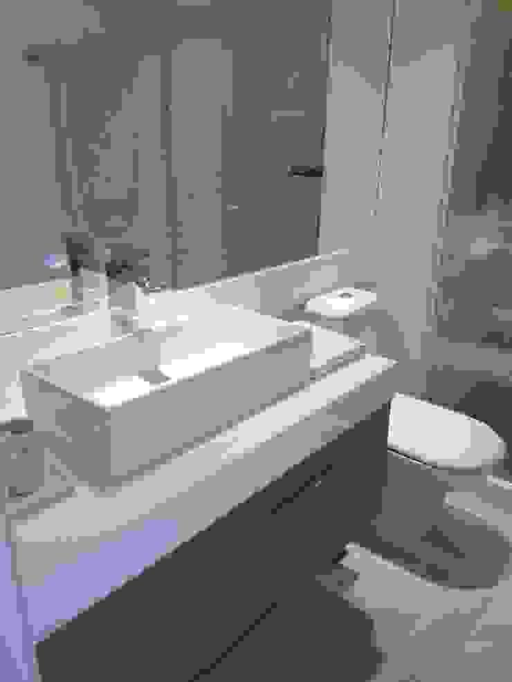 Novo banheiro. Banheiros modernos por Lucio Nocito Arquitetura e Design de Interiores Moderno