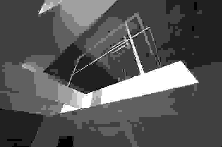 はたのいえ ミニマルスタイルの 玄関&廊下&階段 の 山本想太郎設計アトリエ ミニマル 鉄/鋼