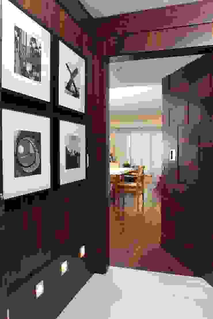Cửa sổ & cửa ra vào phong cách hiện đại bởi Fernanda Moreira - DESIGN DE INTERIORES Hiện đại Gỗ Wood effect