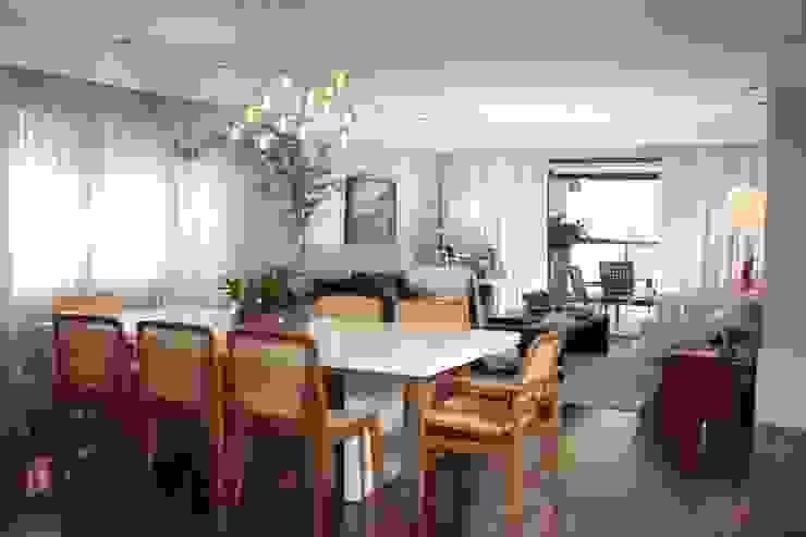 Phòng ăn phong cách hiện đại bởi Fernanda Moreira - DESIGN DE INTERIORES Hiện đại Gỗ Wood effect