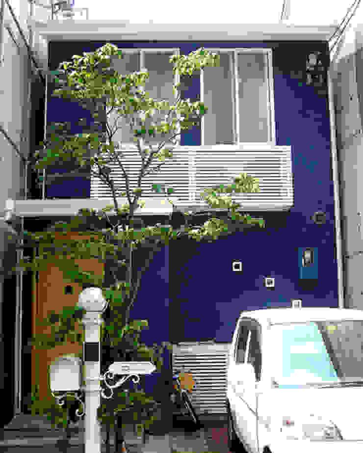 青の左官材料仕上の外壁 モダンな 家 の あお建築設計 モダン