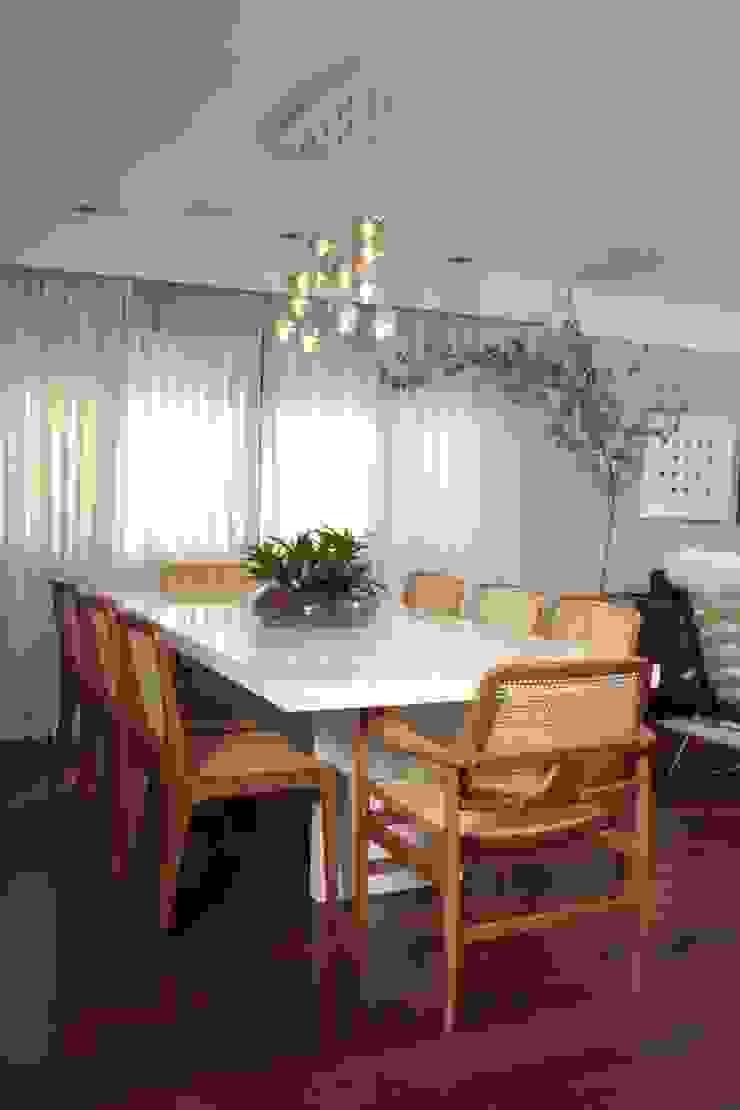 Phòng ăn phong cách hiện đại bởi Fernanda Moreira - DESIGN DE INTERIORES Hiện đại