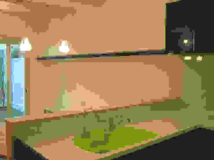 Modern kitchen by あお建築設計 Modern