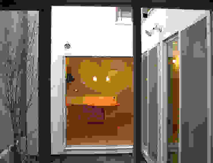 Modern Living Room by あお建築設計 Modern