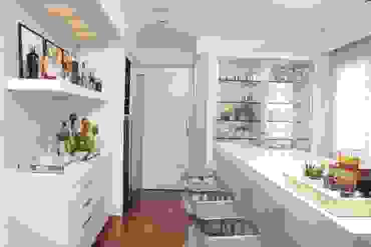 Moderne wijnkelders van Fernanda Moreira - DESIGN DE INTERIORES Modern Marmer