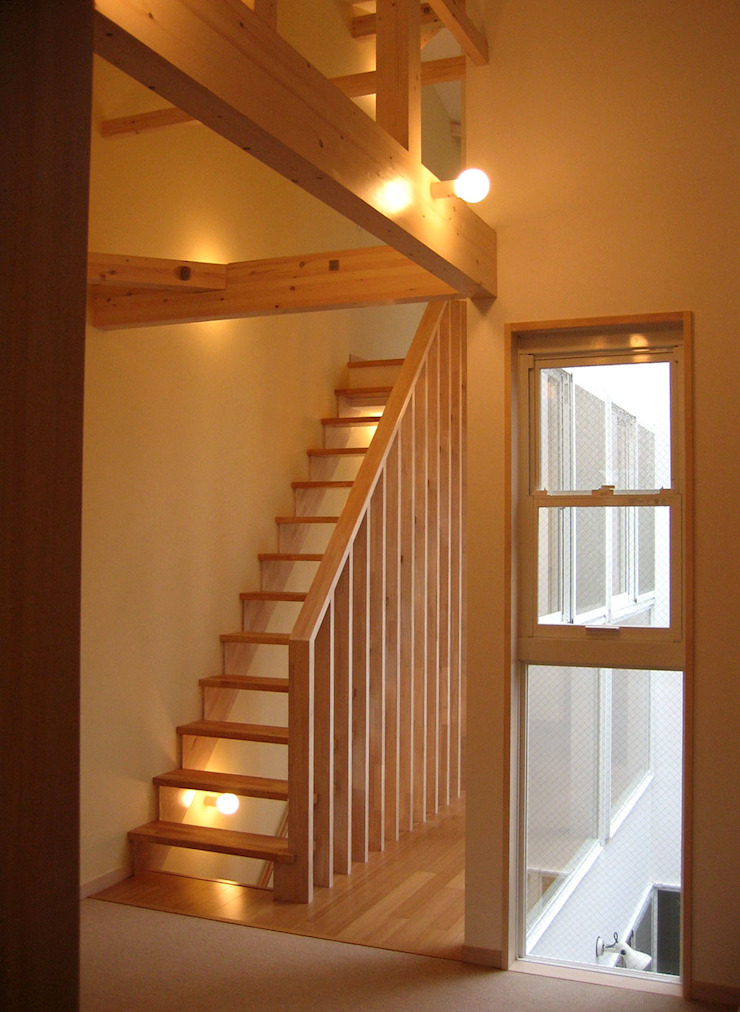 Modern Corridor, Hallway and Staircase by あお建築設計 Modern Wood Wood effect