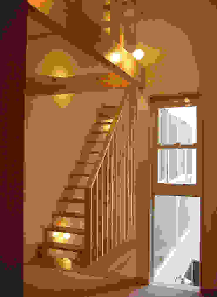 あお建築設計 現代風玄關、走廊與階梯 木頭 Wood effect
