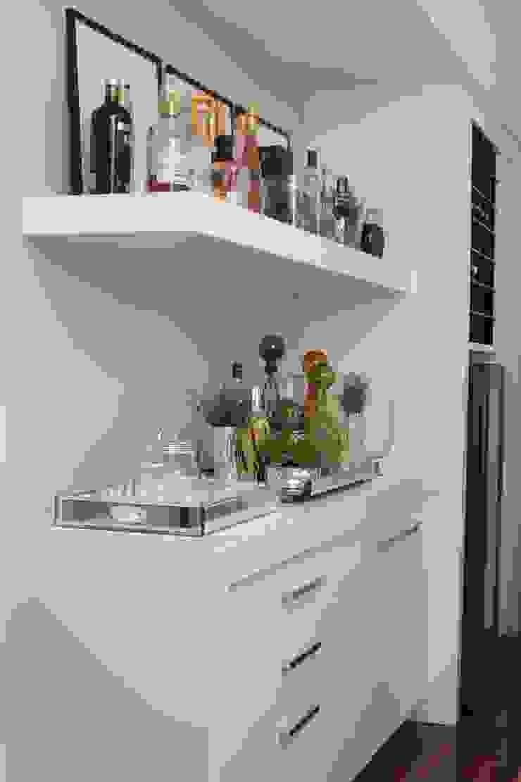 Hầm rượu phong cách hiện đại bởi Fernanda Moreira - DESIGN DE INTERIORES Hiện đại
