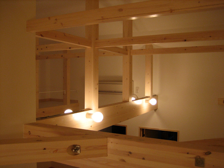 小屋組を生かし広々とした空間つくり モダンデザインの 子供部屋 の あお建築設計 モダン 木 木目調