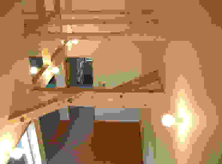 小屋組を見せた天井 モダンデザインの 多目的室 の あお建築設計 モダン 木 木目調